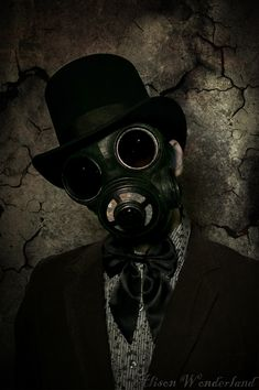 Gas Mask by xAlisonWonderlandx