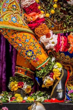 Yashoda Krishna, Radha Krishna Holi, Hare Krishna, Iskcon Krishna, Krishna Temple, Krishna Love, Krishna Art, Radhe Krishna Wallpapers, Lord Krishna Wallpapers