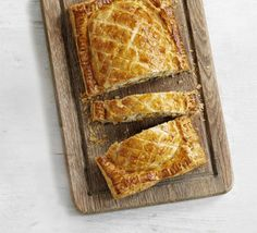Roasted butternut & feta Wellington via BBC Good Food. Bbc Good Food Recipes, Veggie Recipes, Vegetarian Recipes, Healthy Recipes, Veggie Food, Healthy Food, Roasted Butternut, Meatless Monday, Tasty Dishes