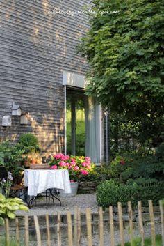 Cool Gartensitzplatz im Schatten Ein Schweizer Garten