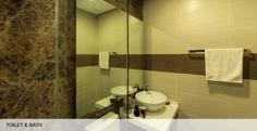another toilet and bath of Madison Park West Model Unit