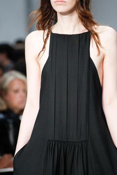 Panels, pleats Vera Wang Spring 2015 Ready-to-Wear - Details - Gallery - Look 1 - Style.com
