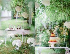 Ideen für Süßigkeiten, Obst wie Kirschen und Melonen, Gebäck, Cupcakes und Macarons für den Sweet-Table einer Hochzeit. Farbthema: Rosa, Weiß, Lila.