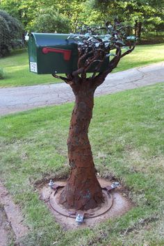 47 Insanely unusual and cool mailboxes for your home - Home and Garden - DIY and Crafts - Home Decor - Travel Destinations - Christmas Mailbox Makeover, Diy Mailbox, Mailbox Post, Mailbox Ideas, Mailbox Designs, Vintage Mailbox, Letterbox Designs, Copper Mailbox, Rustic Mailboxes