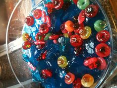 {Super Bowl Pool} Vodka soaked gummy bears + lifesavers + Swedish fish in a pool of blue Jell-O shot New Year's Drinks, Candy Drinks, Fun Drinks, Yummy Drinks, Yummy Food, Alcoholic Beverages, Cocktails, Drinks Alcohol Recipes, Wine Recipes