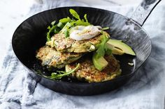 Jessica Sepel's vegetarian zucchini and avocado fritters with lemon yoghurt recipe Healthy Fast Food Breakfast, Healthy Cooking, Healthy Eating, Cooking Recipes, What's Cooking, Veggie Recipes, Vegetarian Recipes, Dinner Recipes, Healthy Recipes