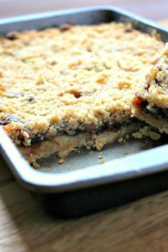 Mincemeat Crumble Slices A sweet crumble traybake using mincemeat. The mincemeat crumble slices make a great alternative to traditional mince pies. Baking Recipes, Cookie Recipes, Dessert Recipes, Picnic Recipes, Picnic Ideas, Picnic Foods, Meal Recipes, Drink Recipes, Healthy Recipes