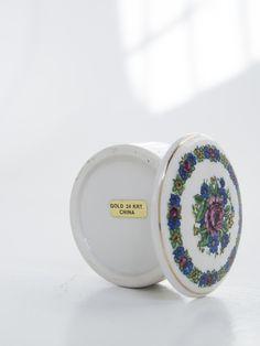 Vintage Ceramic Round Trinket - Jewelry Box with Flowers China Gold trim Jewellery Box Making, Jewelry Box, Unique Jewelry, Vintage Ceramic, Glaze, Lilac, Chips, Ceramics, Detail