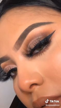 Natural Eye Makeup, Smokey Eye Makeup, Eyebrow Makeup, Skin Makeup, Eyeshadow Makeup, Natural Eyeshadow Looks, Cut Crease Makeup, Brown Makeup, Brown Eyeshadow