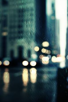 Downtown Chicago (bokeh lights with a little rain) photo taken by Rosa Pastel Pale Tumblr, Street Photography, Art Photography, Urbane Kunst, Love Rain, Out Of Focus, Claude Monet, City Lights, Rainy Days