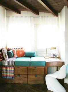 отличная идея - часть - твердый столик!!  window-seat-portfolio.jpg 328×446 pixels - WINDOW SITTING AREA