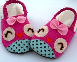 cute! DIY slippers...only w/ a kitty for my baby!