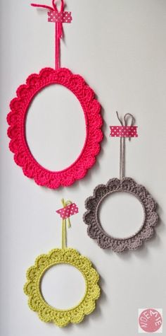 NOte to self: re-learn to crochet! and make crochet mirrors Crochet Diy, Crochet Home Decor, Love Crochet, Crochet Crafts, Yarn Crafts, Crochet Projects, Diy Crafts, Crochet Ideas, Crochet Mignon