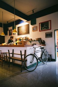 Minimal and yummy coffee shop interior ideas