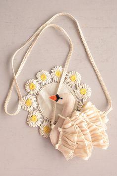 madamme swan purse by jojo Fashion Room, Look Fashion, Kids Fashion, Textiles, My Little Girl, Vintage Handbags, Handicraft, Bunt, Fiber Art