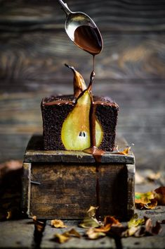 NgLp Designs shares Food Styling We Love: Pears & Chocolate Loaf. beautiful food styling by Eighty 20 Nutrition, Recipes for the Whole Family using Natural Wholesome Ingredients Pear And Chocolate Cake, Raw Chocolate, Grass Fed Gelatin, Smoothie Makers, Raw Cacao Powder, Loaf Cake, Baking Tins, Food Styling, Food Photography