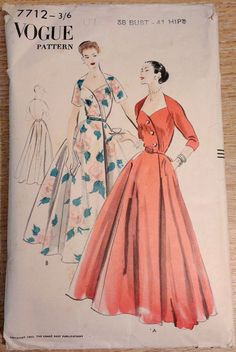 I love the asymmetric detail of the bodice. I own this pattern but the front bodice piece is missing :-( Dress Sewing Patterns, Clothing Patterns, 1950s Fashion, Vintage Fashion, Fashion Fashion, Vintage Dresses, Vintage Outfits, Vintage Vogue Patterns, Retro Dress