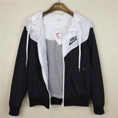 jacket nike black and white sexy workout clothes nike windbreaker cute sweater blouse black white tu Sexy Workout Clothes, Workout Shoes, Fall Outfits, Casual Outfits, Cute Nike Outfits, Gym Outfits, Fitness Outfits, Nike Outfits Tumblr, Casual Shirt