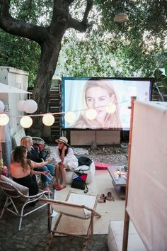 Turn Girls Night into a Backyard Movie Fest under the Stars - Projector - Ideas of Projector - Outdoor Movie Night! Backyard Movie Theaters, Backyard Movie Nights, Outdoor Movie Nights, Outdoor Movie Party, Movie Theater Party, Movie Night Party, Party Time, Backyard Bridal Showers, Outdoor Camping
