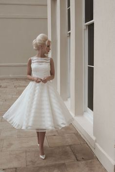 Vintage Tea Length Sleeveless Pearls Short Wedding Dress