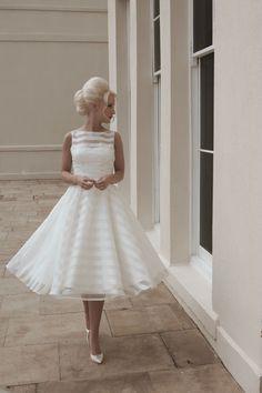 Vintage Tea Length Sleeveless Pearls Short Wedding Dress