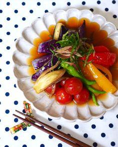 夏野菜の揚げ浸し by きゃらきゃら(小林睦美) 「写真がきれい」×「つくりやすい」×「美味しい」お料理と出会えるレシピサイト「Nadia | ナディア」プロの料理を無料で検索。実用的な節約簡単レシピからおもてなしレシピまで。有名レシピブロガーの料理動画も満載!お気に入りのレシピが保存できるSNS。