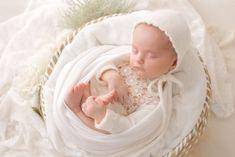 Séance nouveau-né au Studio Bassinet, Studio, Photos, Petite Fille, Baby Born, Crib, Pictures, Studios, Baby Crib