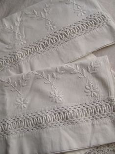 Vintage ~~ Fagoting and whitework daisies Antique Lace, Vintage Lace, Linens And Lace, White Linens, Cubicle Makeover, Home Decor Colors, Embroidered Pillowcases, Pretty Bedroom, Colorful Chairs
