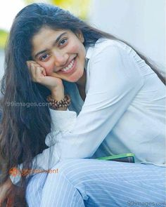 Sai Pallavi Senthamarai is an Indian film actress and dancer who appears in Telugu, Malayalam and Tamil films. She is a recipient of several awards including two Filmfare Awards for her performances in the films Premam and Fidaa. Hd Wallpaper Desktop, Hd Wallpapers For Mobile, Mobile Wallpaper, Cartoon Wallpaper, Cute Photos, Hd Photos, Girl Photos, Most Beautiful Indian Actress, Beautiful Actresses