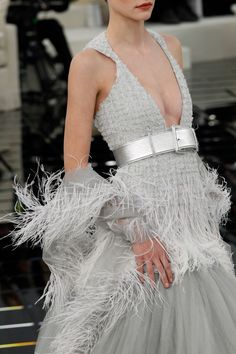 See all the Details photos from Chanel Spring/Summer 2017 Couture now on British Vogue Chanel Fashion, Couture Fashion, Chanel Couture, Chanel Style, Vogue Paris, Chanel Spring 2017, Chanel 2017, Fashion Week, Fashion Show