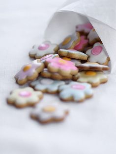Small shortbread flower cookies - No recipe. Pretty icing.