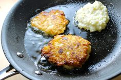 Torticas de arroz con queso - SAVOIR FAIRE by enrilemoine Cheese Fritters Recipe, Leftover Rice, Comida Latina, Time To Eat, Vegetarian Cheese, Sin Gluten, Grilling, Food And Drink, Healthy Recipes