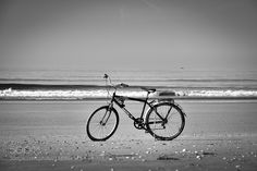 bike on the beach by ruiejoao