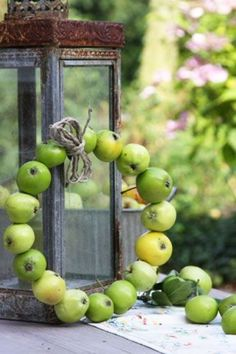 23 Cute And Yummy Apple Wreaths For Fall Home DĂŠcor | DigsDigs