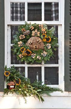 williamsburg style decor | Low-res (72 dpi) Snow covers the garland and wreaths used to adorn the ...