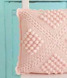 Crochet Pillow Patterns Part 12 - Beautiful Crochet Patterns and Knitting Patterns Crochet Pillow Cases, Crochet Cushion Cover, Crochet Pillow Pattern, Crochet Cushions, Crochet Motif, Pin Cushions, Crochet Home, Diy Crochet, Crochet Crafts