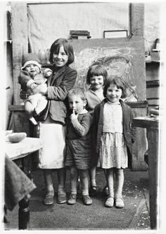 oscar marzaroli glasgow photographer, the samson children friends of Joan Eardley the painter, the children were often featured in her paintings. Old Pictures, Old Photos, Time Pictures, Vintage Photographs, Vintage Photos, Vintage Children Photos, Artists For Kids, Slums, Zara