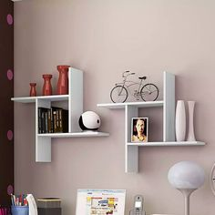 Cool and pretty solutions to transform the wall into the creamy tones that ennoble interior. Floating Wall Shelves, Hanging Shelves, Wooden Shelves, Bookshelf Design, Wall Shelves Design, Home Decor Furniture, Diy Home Decor, Furniture Design, Tv Unit Interior Design