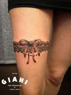 Tatouage Cuisse Femme Jarretiere Avec Plumes Tatoo Tattoos Love