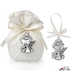 #bomboniere2020 #ideebomboniere #bombonierelarosa www.bombonierelarosa.it Follow: @bomboniere_la_rosa su Instagram Baptism Favors, Communion, Relationship Goals, Party Favors, Personalized Gifts, Great Gifts, Baby Shoes, Christmas, Personalised Gifts