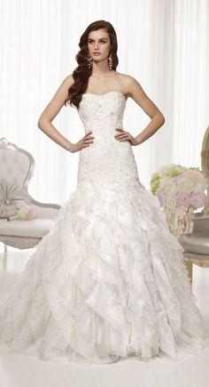 Stunningly pretty wedding dress