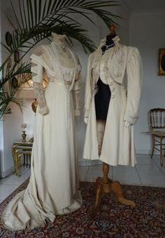 Festliches Jugendstil Gala- oder Abendkleid mit Mantel, ca. 1909