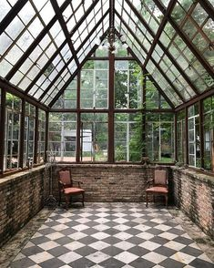 Amazing conservatory greenhouse ideas for indoor-outdoor bliss Outdoor Spaces, Indoor Outdoor, Outdoor Living, Indoor Garden, Small Greenhouse, Greenhouse Ideas, Greenhouse Kitchen, Porch Greenhouse, Portable Greenhouse
