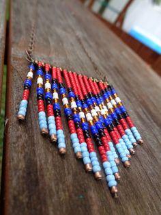Handgefertigte native Saatgut Perlen Chevron Fringe Boho Kette mit natürlichen Messingkette.