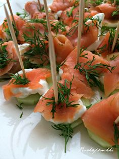 Ruokapankki: Lohitikut illanistujaisiin #ruokapankki #ruokablogi #lohitikut #salmon #juhlat #party #fingerfood #food Small Plates, Antipasto, Sweet And Salty, Finger Foods, Tapas, Shrimp, Food And Drink, Appetizers, Keto