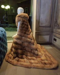 Fur Fashion, Womens Fashion, Fur Cape, Fabulous Furs, Fox Fur Coat, Merino Wool Blanket, Looking For Women, Chic Outfits, Dream Wedding