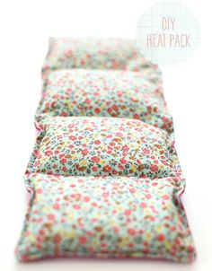 I had a belly ache the other day and decided a heat pack would be the only rememdy. so I made a DIY Heat Pack - because we didn& own one already :) Fabric Crafts, Sewing Crafts, Sewing Projects, Diy Projects, Homemade Christmas Gifts, Homemade Gifts, Christmas Crafts, Christmas Ideas, Xmas Gifts