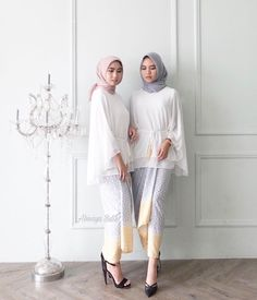 Ideas For Dress Hijab Formal Modern Abaya Source by ira_roslan – Hijab Fashion 2020 Hijab Casual, Hijab Chic, Kebaya Modern Hijab, Kebaya Hijab, Kebaya Muslim, Muslim Fashion, Modest Fashion, Hijab Fashion, Trendy Fashion