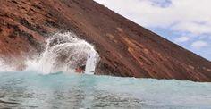 Surf en Lobos en su Parque natural con Lobos marinos de hace 500 millones de años?...  Hay Lobos en el islote de Fuerteventura? | Radical Surf Hay Lobos en el islote de Fuerteventura? Evan Thomson llegó desde Florida con el team Fox con la finalidad de disfrutar de las islas de Lanzarote y Fuerteventura. Muchos son los surfers experimentados que visitan cada año las costas… RADICALSURFMAG.COM http://radicalsurfmag.com/hay-lobos-en-el-islote-de-fuerteventura/
