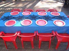 Una mesa original para una fiesta Spiderman / A clever table setting for a Spiderman party